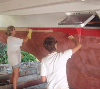Sue and Chris put on the first layer of antifouling.