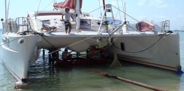 A French 29 ton Catana 58' trying to sit on Manoon's trailer