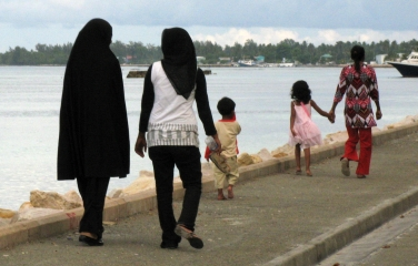 Women & children on the lagoon promenade, Addu Atoll