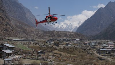 Rescue copter arriving to evacuate Chris from Langtang