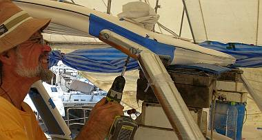 Mounting the upper end of the starboard bimini leg