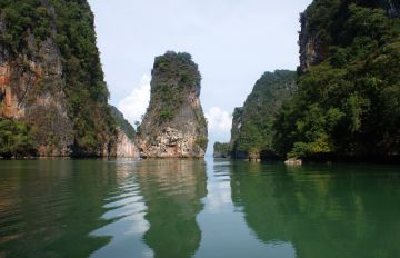 Towering cliffs hide sea caves around Ko Hong