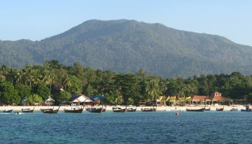 The main beach at Ko Lipe, Butangs