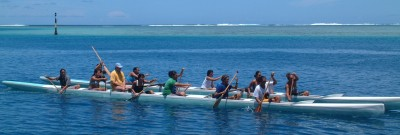 Many outrigger teams practiced in the Tahiti lagoon on weekends.