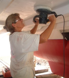 Sue takes on the polisher, under the hulls.