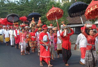 Brilliantly colorful temple procession