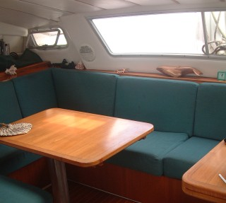 Settee & dining area from the nav-station