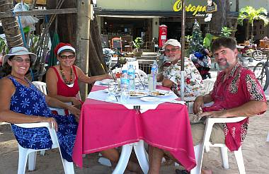 Lunch with Daryl & Loretta at a beach restaurant in Nai Yang