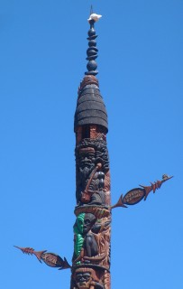 Kanak totem pole, topped with a sacred shell