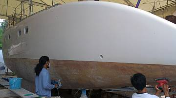 Candron & Yando sanding Ocelot's hulls, preparing for epoxy